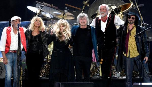 See Fleetwood Mac in Dunedin.
